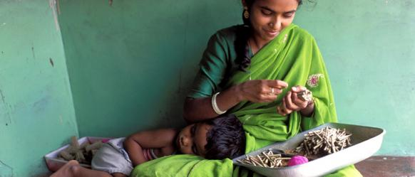 Woman-with-her-child-India-John Isaac-World Bank